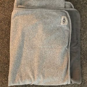 Ugg blanket basically new